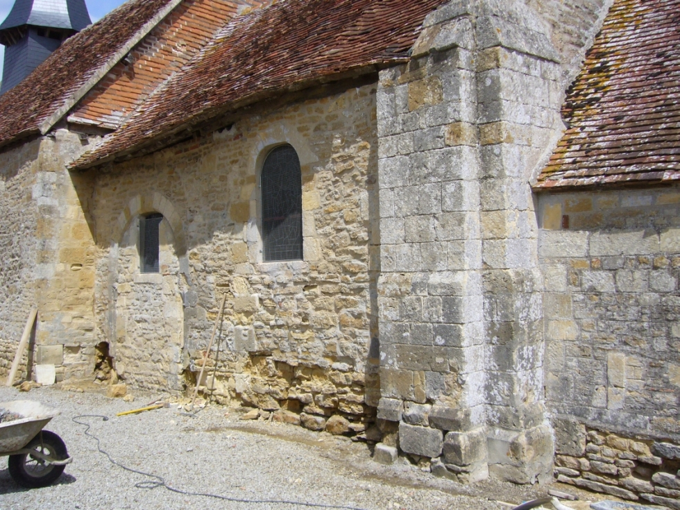 Sous-bassement du mur sud avant restauration